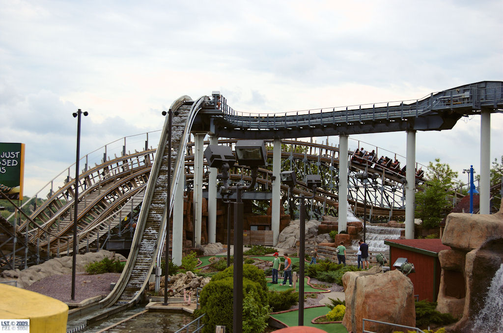 Timber Wolf Howling Log Flume